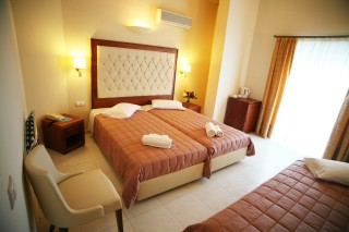 double room la cite hotel bed