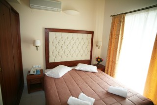 single room la cite hotel bed