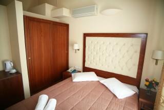 single room la cite hotel bedroom